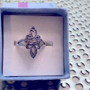 Size 6 Fluer de lis marcasite ring 925 silver